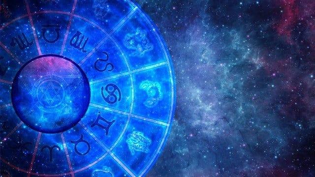 Astrolojinin En Entelektüel Burçlarının Aşk Hayatı Nasıldır?